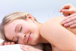 Frau bei Massage